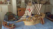 Großes Piratenschiff mit Schatzhöhle