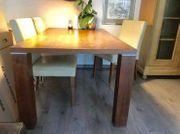 Tisch und Lederstühle