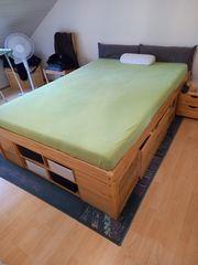 Doppelbett mit Unterbau