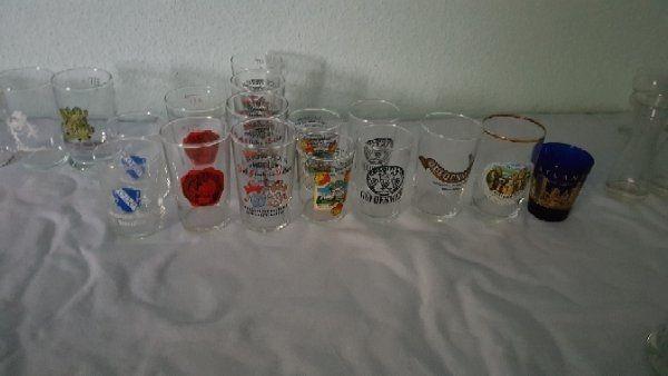 23 kleine Gläser zur Weinverkostung