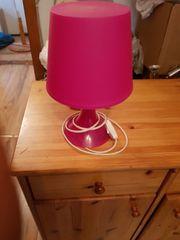 schöne pinkfarbene Tischlampe