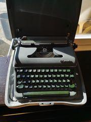 Sehr gut erhaltene Reiseschreibmaschine Olympia