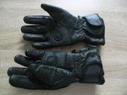 Schwarze Motorad Handschuhe