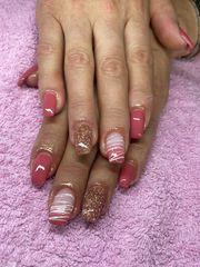 Acryl oder Gel Nägeln