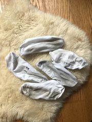 stinkende und schmutzige Socken warten