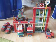 Lego Feuerwehrstation mit Fahrzeugen