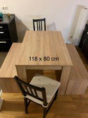 Esstisch mit Bänken und Stühle
