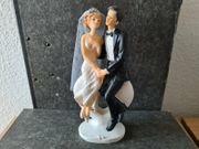 Tortenfigur Brautpaar auf Herz sitzend