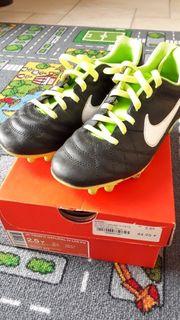 Nike Fußballschuhe Gr 2 5