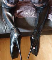 Suche Frau die gerne Stiefel