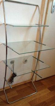 Regal mit Glasplatten