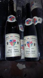 Alte leere Weinflaschen jahr 1990