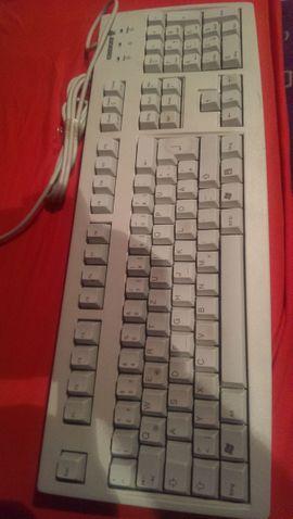 Computer Tastatur + Maus zu verkaufen