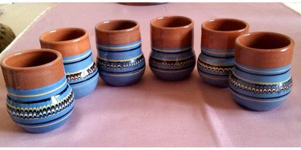 6 DDR-Keramikbecher mit Dekor