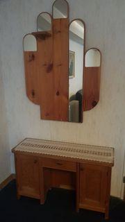 Garderobe aus Holz mit Spiegel