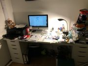 Schreibtisch mit Schubkastenschränken IKEA