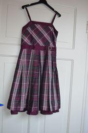 Festliches Mädchenkleid Größe 152