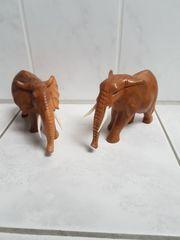 zwei wunderschöne Elefanten aus Holz