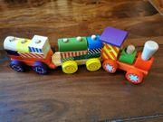 Holz-Zug mit zwei Anhängern OVP
