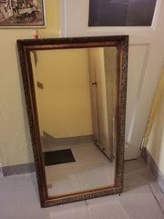 Schöner alter und großer Spiegel