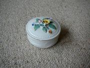 Verkaufe sehr schöne Porzellan Deckeldose