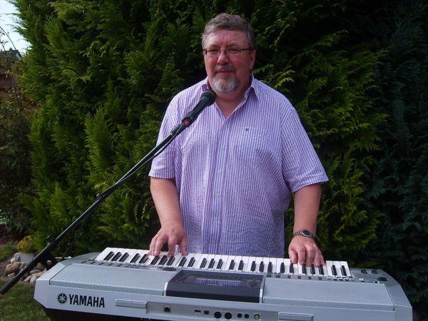 Live Musik mit Keyboard und