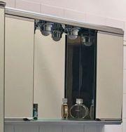 Spiegelwandschrank fürs Bad