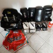 Boxhandschuhe und MMA Pratzen etc