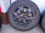 Reifen mit schwarzen Alufelgen M