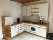 Küchenzeile mit Geräten