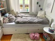 Super gemütliches Bett aus weißem