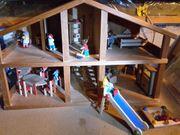 Puppenhaus aus Holz mit viel