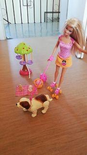 Barbie mit Hunden