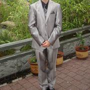 silberner Anzug mit Hemd