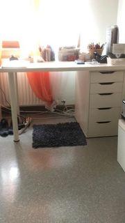 Schreibtisch mit Ablagefächern