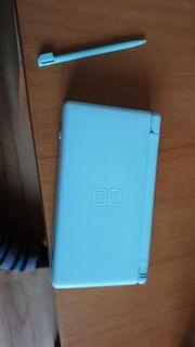 Himmelblauer Nitendo DS Lite mit