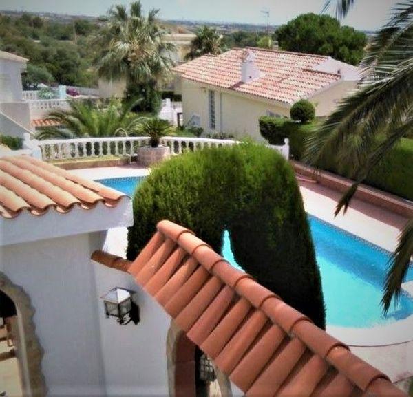 Schönes Einfamilienhaus mit Pool