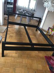 Schlafzimmer aus schwarzem Stahl