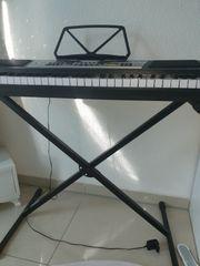 keyboard mit ständer und hocker