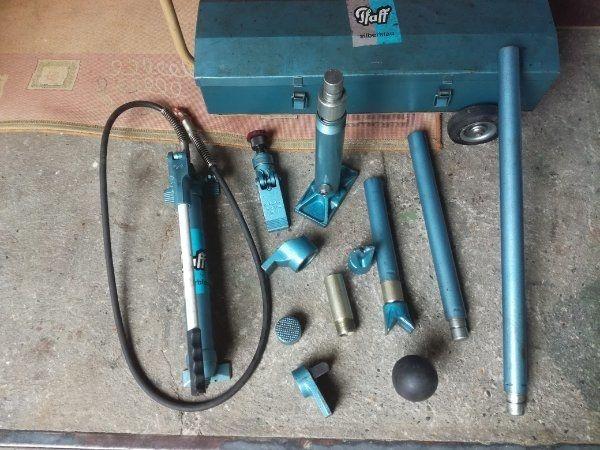 Pfaff Silberblau Hydraulik Richtgerät KFZ oder LKW ( Ausbeulwerkzeug ) in fahrbarer Aufbewahrungsbox