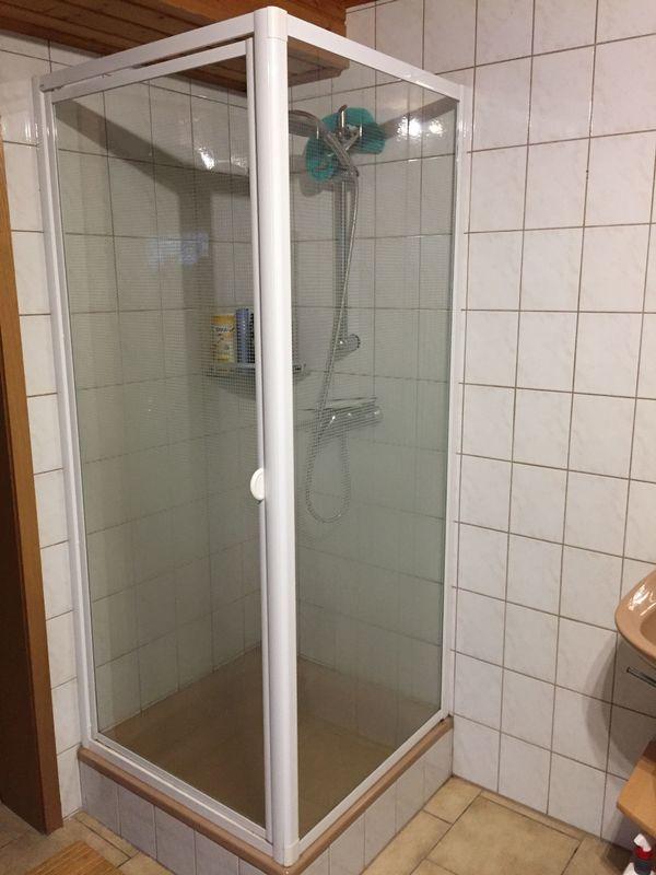 Eck-Duschwand mit Tür