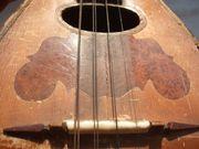 Mandoline alt und reparaturbedürftig