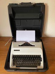 TRIUMPH Automaic Junior 10 Schreibmaschine