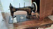 Nähmaschine antik mit Gußuntertisch Firma