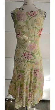 Tolles Kleid im sommerlichen Design
