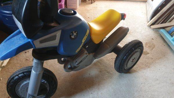 Dreirad in Form eines Motorrades