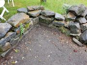 Steine Trockenmauer Steinbeet