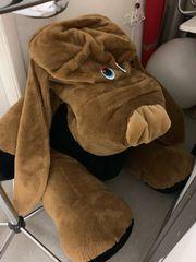 Riesen plüschiger Hund