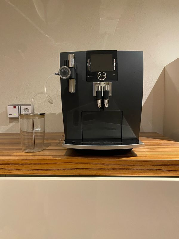 Jura Impressa J80 Schwarz Kaffeevollautomat