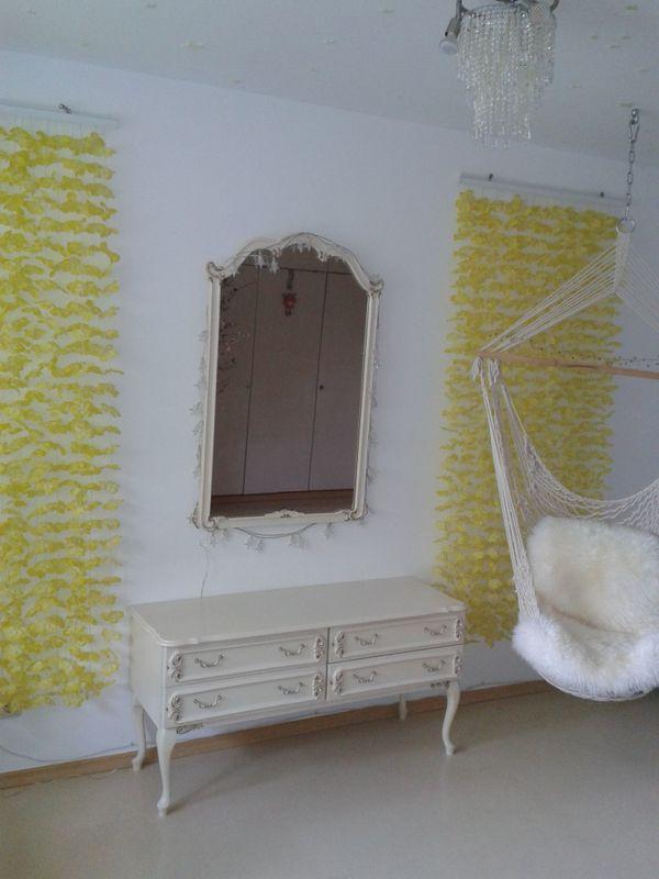 Kommode und Spiegel